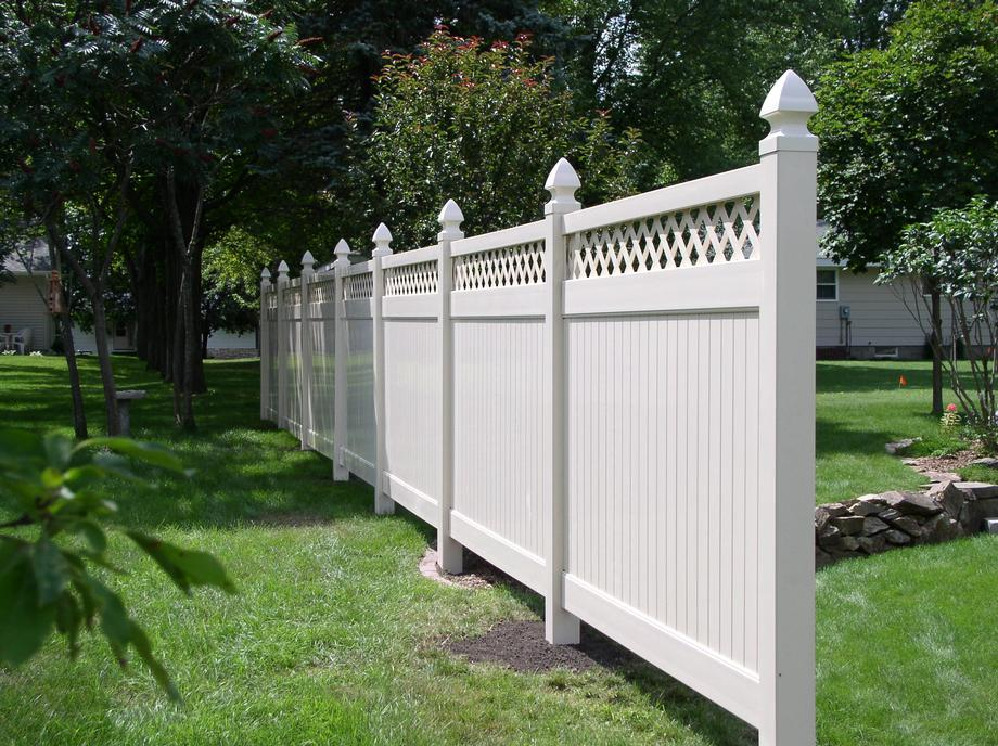 Vinyl picket fencing in Wausau, WI